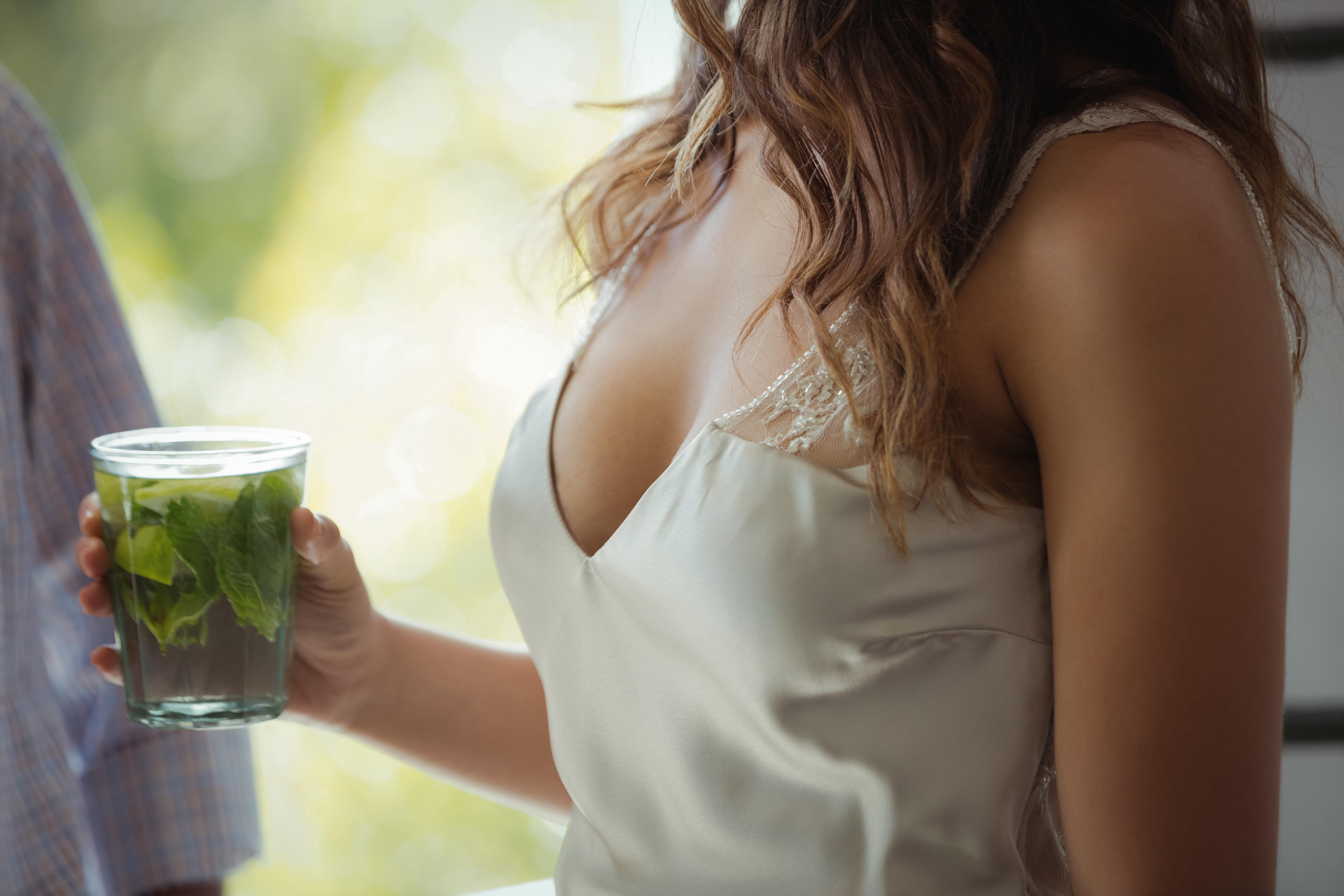 El pecho es especialmente sensible a cambios hormonales o de peso y a la falta de cuidados. Pero basta seguir algunos sencillos consejos para que se mantenga siempre bonito.